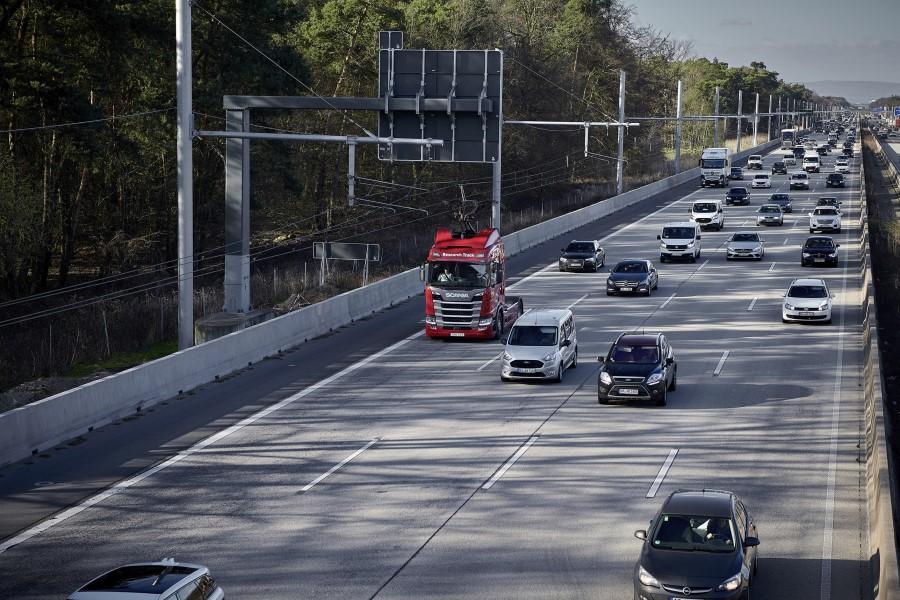 Elektrifikace dálnic v reálném povozu