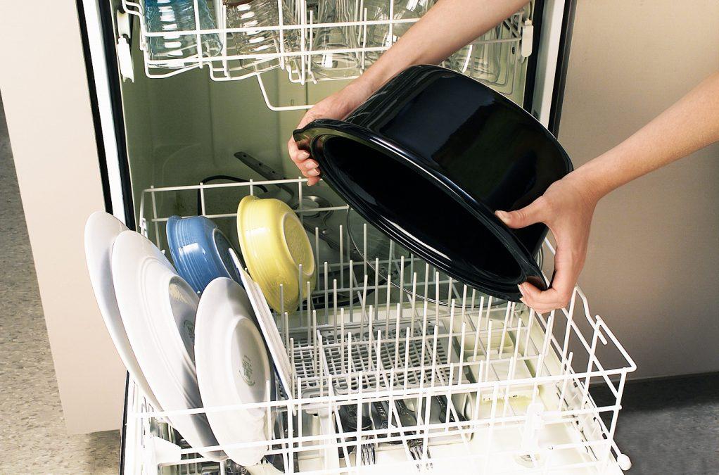 Pomalý hrnec má vnitřní nádobu, kterou lze mýt v myčce.