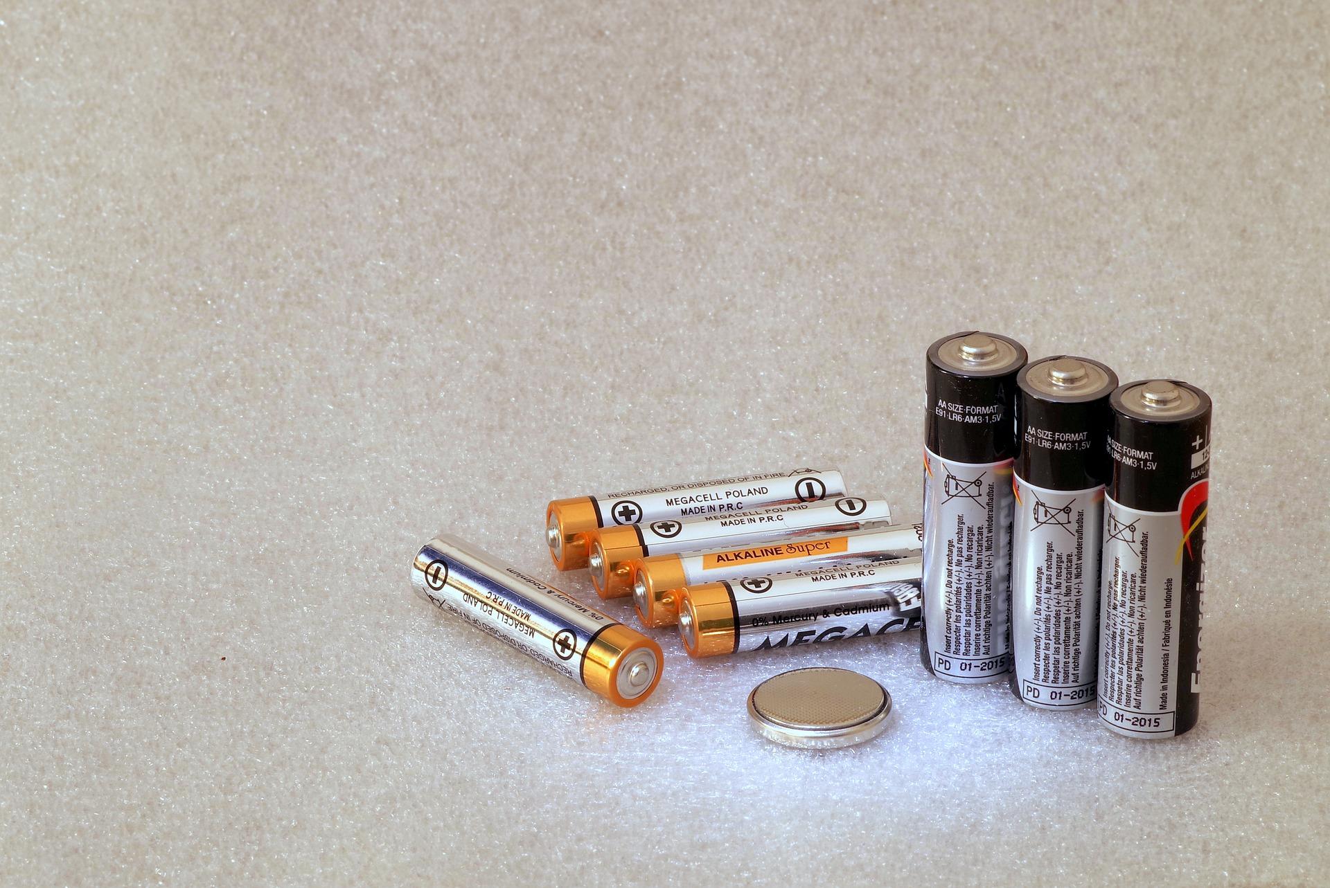 Druhy baterií – víte, jakou dát do svítilny či foťáku?