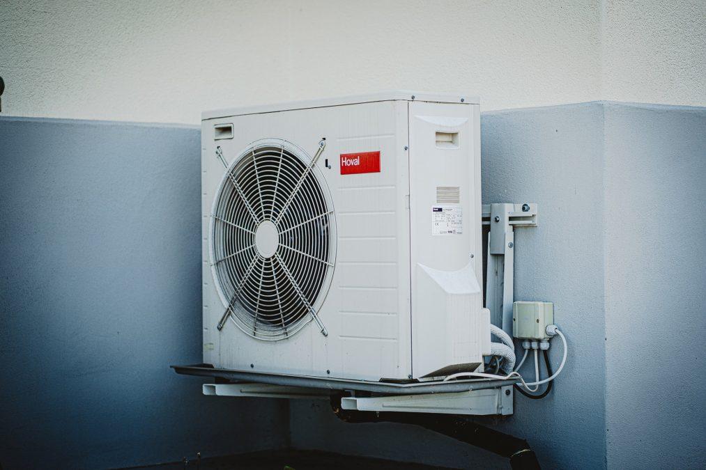 Pro topení klimatizací je vhodnější splitový typ.