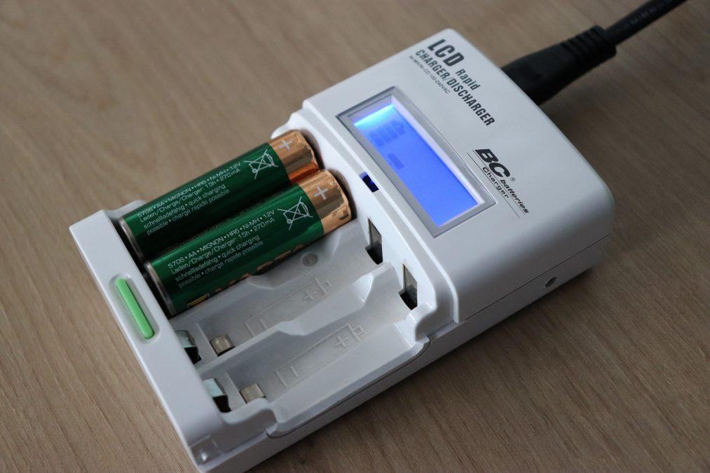 Mezi různými druhy baterií najdeme nabíjecí i nenabíjecí