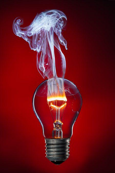rozžhavená žárovka - svítíme stejně